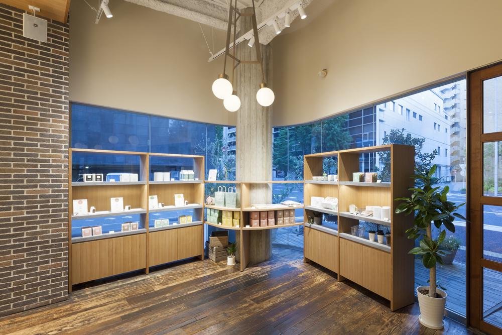 建築ウツギ設計+清水豪輝建築設計事務所_WHITE_GLASS_COFFEE_福岡_006