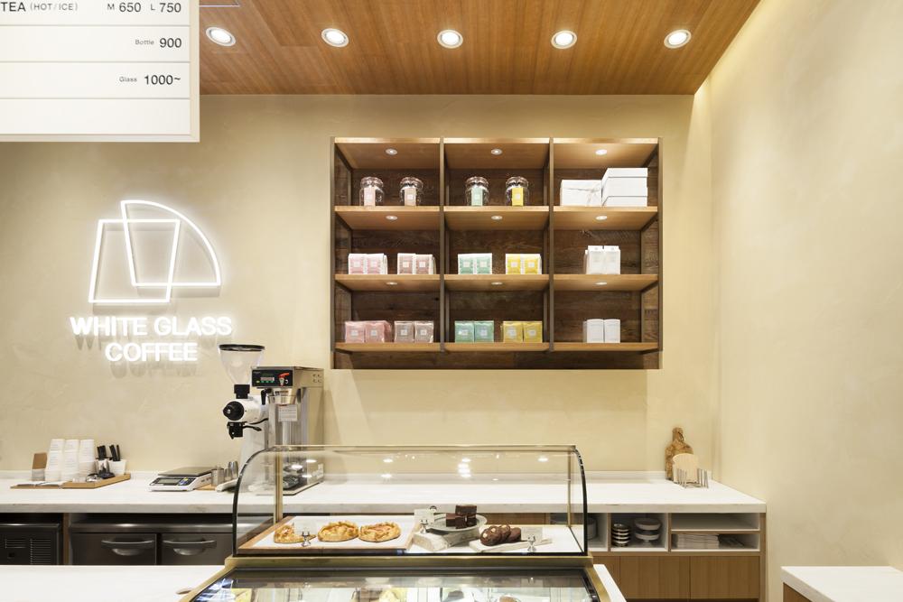 建築ウツギ設計+清水豪輝建築設計事務所_WHITE_GLASS_COFFEE_福岡_005