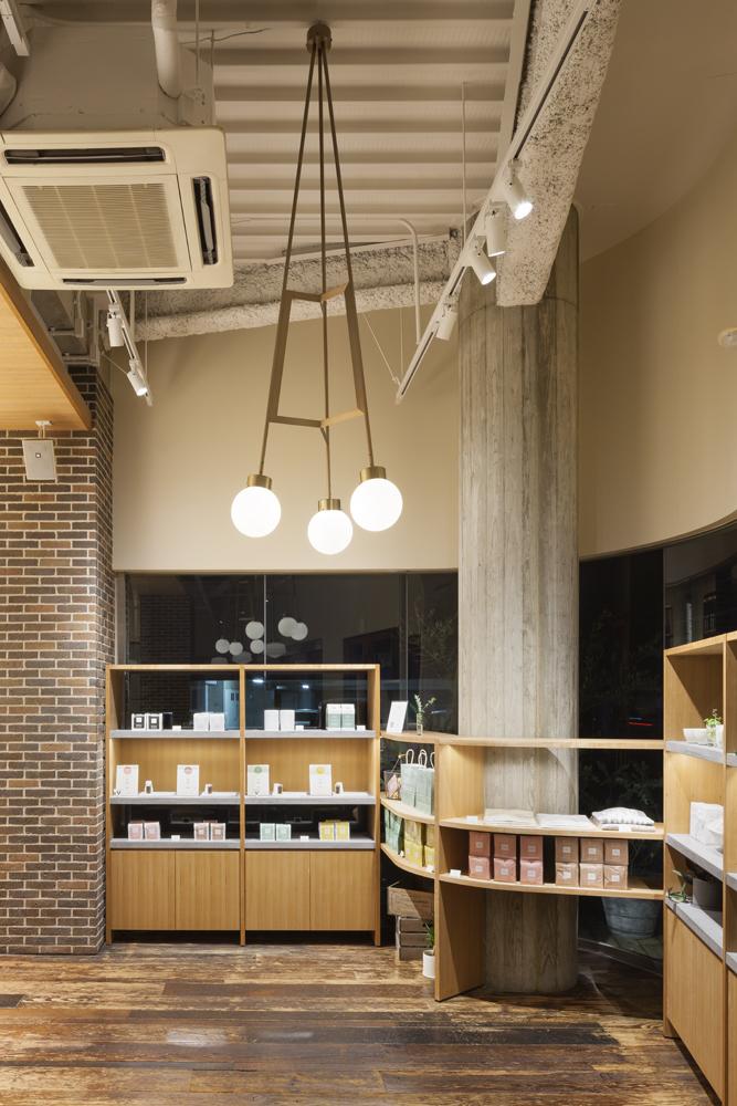 建築ウツギ設計+清水豪輝建築設計事務所_WHITE_GLASS_COFFEE_福岡_010