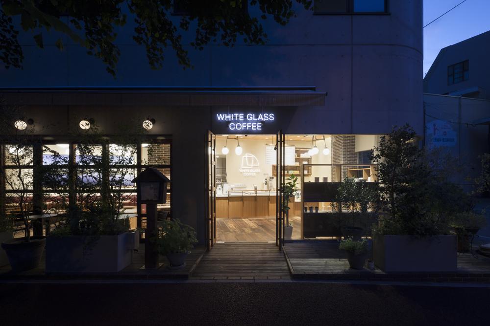 建築ウツギ設計+清水豪輝建築設計事務所_WHITE_GLASS_COFFEE_福岡_016