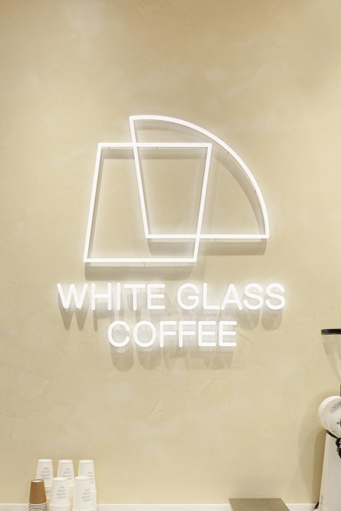 建築ウツギ設計+清水豪輝建築設計事務所_WHITE_GLASS_COFFEE_福岡_011